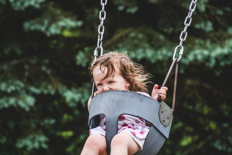 077dbff468 A kisfiúknak is tökéletes a melegben egy sort-póló kombináció. Szerencsére  a picik plusz nyári ruhái könnyedén hozhatók-vihetők a táskánkban arra az  ...