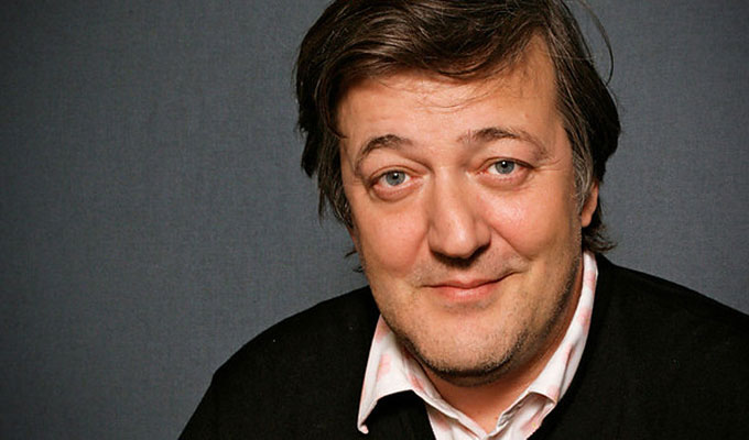 The 60-year old son of father Alan John Fry and mother Marianne Eve Fry, 194 cm tall Stephen Fry in 2018 photo